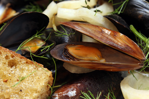 Rose Wine-Steamed Mussels